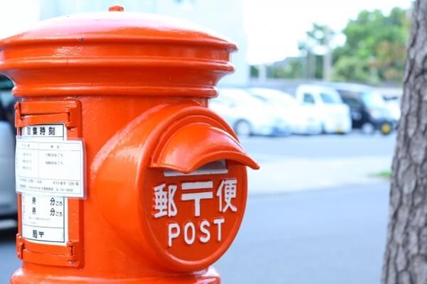 丸い郵便ポスト