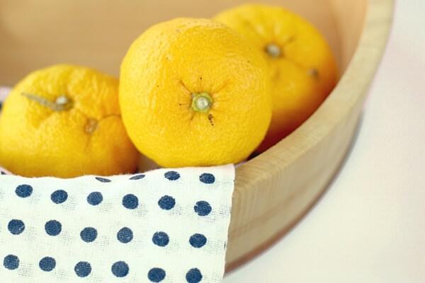 柚子と手ぬぐいと風呂桶