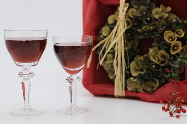 赤ワインを入れたペアグラス