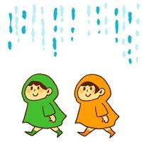 雨合羽を着た子供