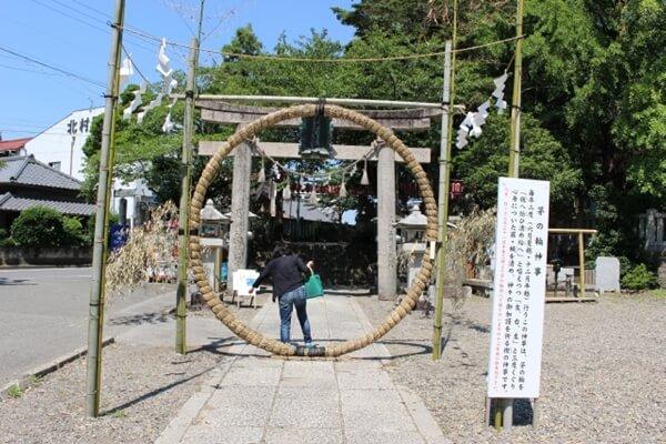 神社に置かれた茅の輪