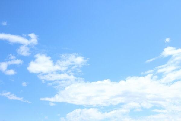 晴れ渡る青空