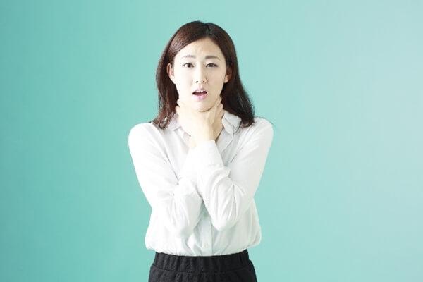 喉が心配な女性
