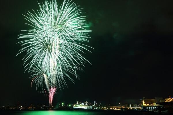 函館港の花火