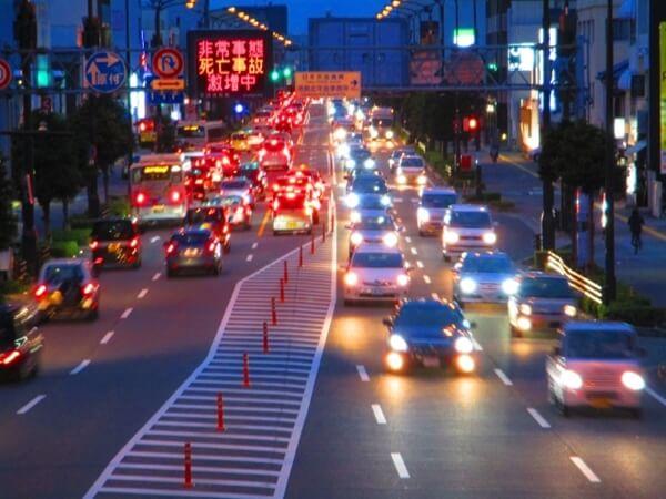 夕暮れ時の渋滞