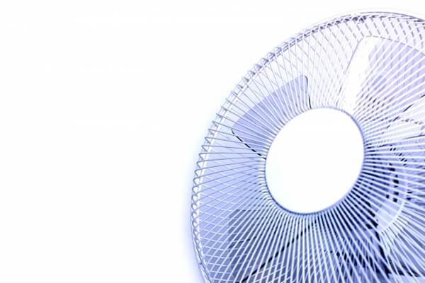 青い羽根の扇風機