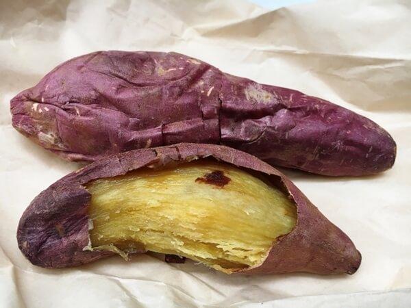 皮を剥いた焼き芋