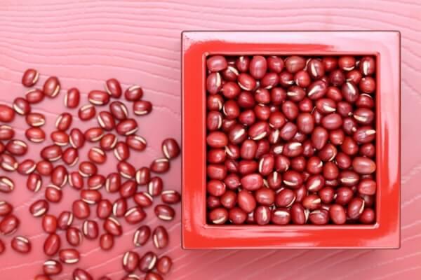 器に入れた小豆